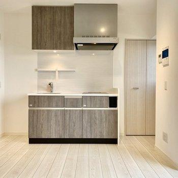 キッチン横にクローゼットがありますよ。