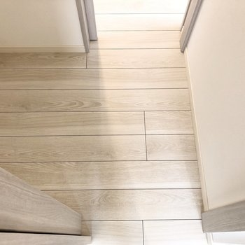 【洋室】玄関に繋がっていて便利に使えそうです。