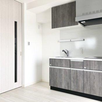 【DK】キッチン左横に冷蔵庫を置けそうですよ。