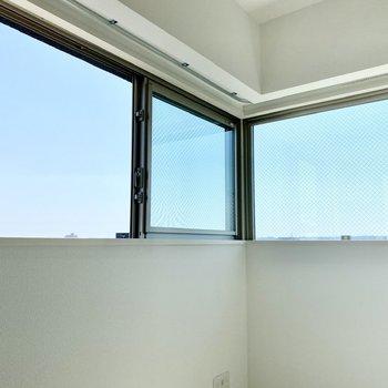 【ディティール】DKのL字窓。1人2面採光ですね。