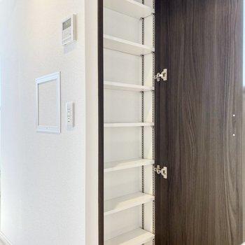 【DK】小窓の近くに収納スペースが。日用品や食器など入れるといいかもしれませんね。