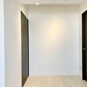 【洋室】洋室もライティングレールが設置されています。