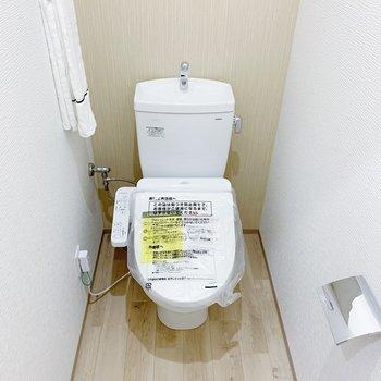 トイレはウォッシュレットつき◎上部に収納つきです!