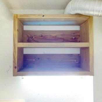 上部に、木箱の収納あり◯