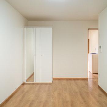 縦長の寝室(※写真は1階の反転間取り別部屋のものです)
