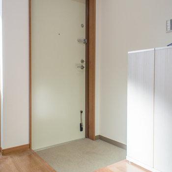 鍵が2箇所あって安心(※写真は1階の反転間取り別部屋のものです)