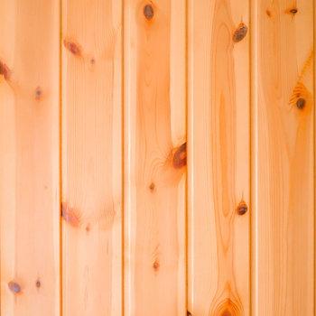 それにしても杉材の温かくて風合いのある表情が素敵。ずっと脱衣所にいたくなる…