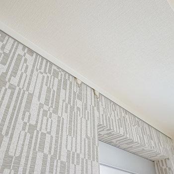 壁の上部にはフックが付いているので、エアプランツなどを掛けてインテリアに使えます。