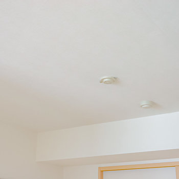 洋室の照明は備え付きではないので、素敵なペンダントライトを付けたいですね!