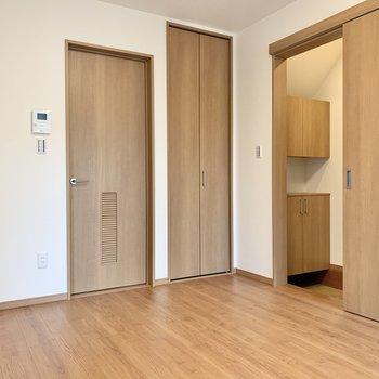 玄関はスライド式のドアです。