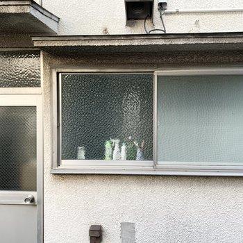 こちらは横窓からの景色。