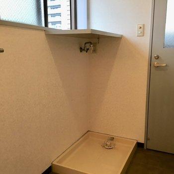 洗濯置き場とちょっとした物置き場