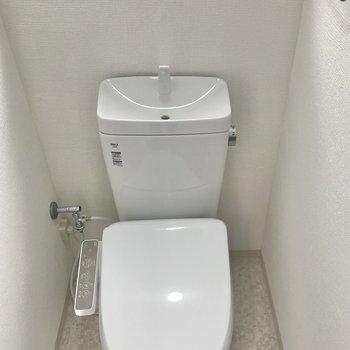 トイレにも窓がありました。