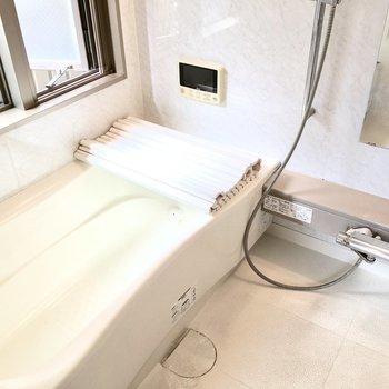 TV・ミスト付き!これは長風呂しちゃいますね〜※写真は2階反転間取り・別部屋のものです