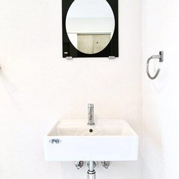 洗面台だってシンプルに。※写真は2階反転間取り・別部屋のものです