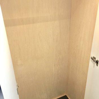 洋服はこちらへ〜※写真は2階反転間取り・別部屋のものです