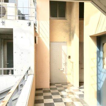 共用部】デザイン性が溢れる玄関。