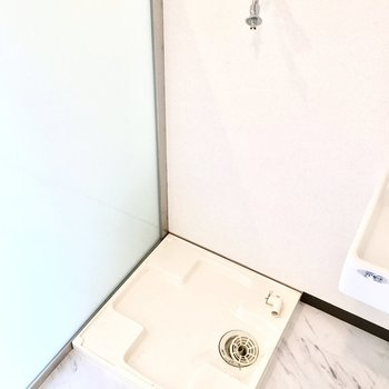 その横に洗濯パンがあります。※写真は2階反転間取り・別部屋のものです