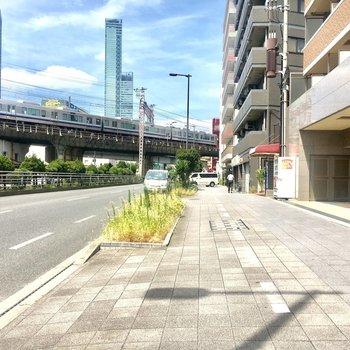 【周辺環境】かの名高い超高層ビルが見えています。
