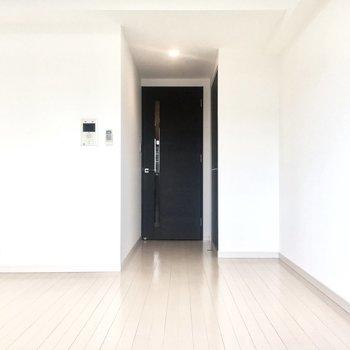 ブラックの扉がシックな雰囲気にしてくれています。