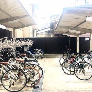 【共有部】マンション裏手に駐輪場・駐車場があります。