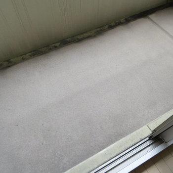 バルコニーは少しコンパクト。浴室乾燥機を活用しましょう。※写真と文章は12階の同間取り別屋のものです。