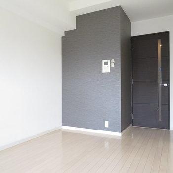 黒のクロスがシックでかっこいい。※写真と文章は12階の同間取り別屋のものです。
