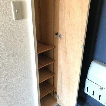 棚の高さが替えられるのでロングブーツも入りそう◎(※写真は3階の反転間取り別部屋のものです)