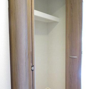 そして廊下の収納(※写真は1階の同間取り別部屋のものです)