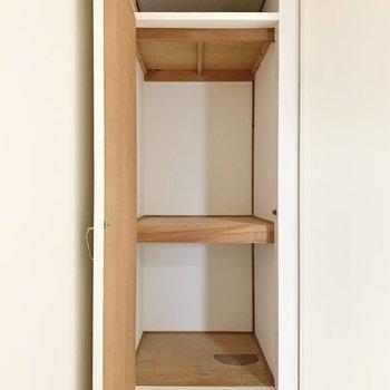 【LDK】こちらにも収納スペースがあります。