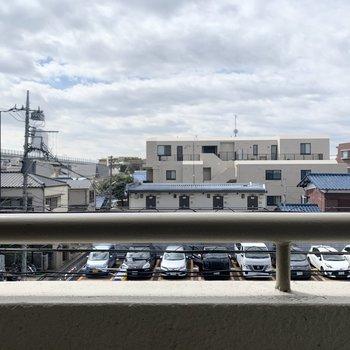 目の前には大きな建物がないので、開けた眺望です。