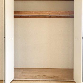 【洋室】クローゼットは容量たっぷりです。