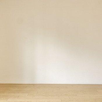 【洋室】間接照明を置いて、落ち着く空間を演出してみても◎