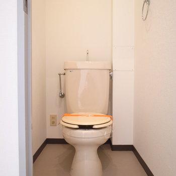 トイレに棚はありませんでしたが、ラックを追加できる広さです。