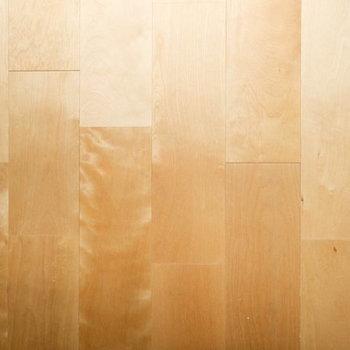 【イメージ】今回の床材はふんわりと明るい雰囲気のバーチ材を使用します。