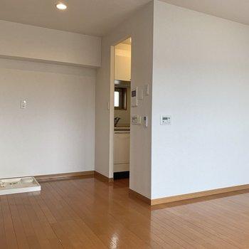 【LDK】キッチンは個室のようですがゆるくつながっています。