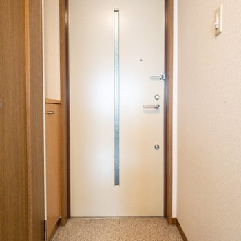 玄関も広々。
