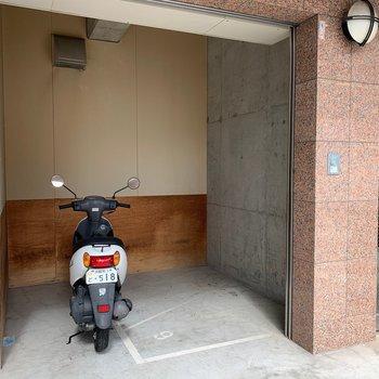 駐輪場はありますが、広くはないですね。
