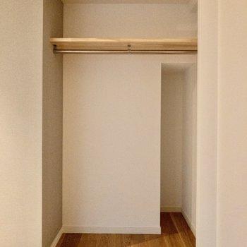 オープンクローゼットはカーテンなどで隠すこともできます