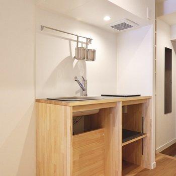 木材でできた温かみのあるキッチン