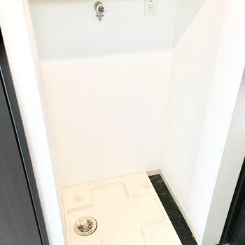 さらに洗濯パンも玄関横に。(※写真は11階の同間取り別部屋のものです)