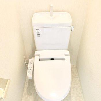 トイレはウォシュレット付き◎(※写真は11階の同間取り別部屋のものです)