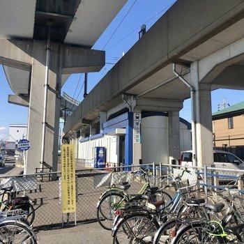 最寄り駅の「小牧原駅」。電車を使う場合は自転車のご利用がオススメです。
