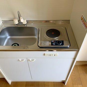 電気コンロなので、トースターや電子レンジも使って効率よくお料理を!