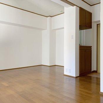 玄関を入ると洋室の真ん中なのは珍しい。