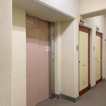 エレベーターは大きな買い物をした時や引っ越しの時に便利ですよね。