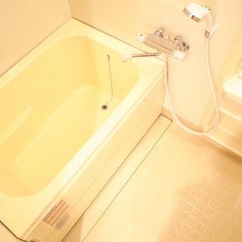 お風呂は狭くありませんでした。