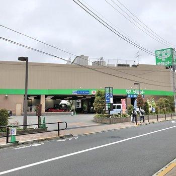 方南町駅に向かって歩くとスーパーや、