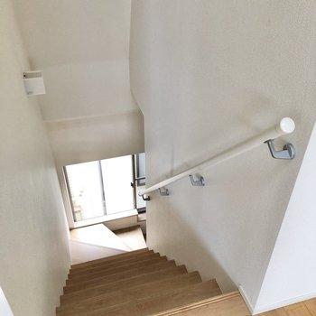 さて、階段を下りていきましょう。