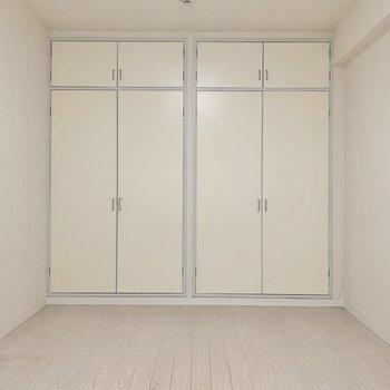 【洋室①】長方形の形をしたお部屋です
